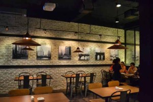 Desain interior cafe sederhana dan minimalis (www.desainic.com)