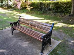Kursi taman besi cor kayu jati berkualitas