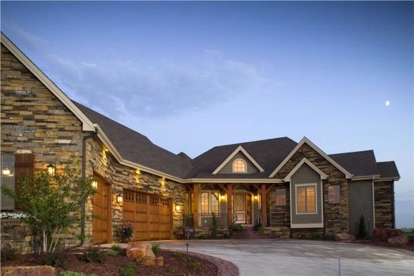 rumah dengan lampu dinding outdoor