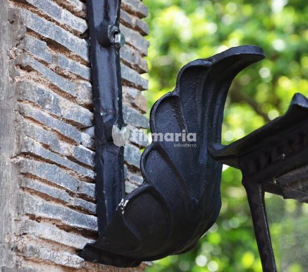 detail ornamen jasmine lampu dinding cast iron