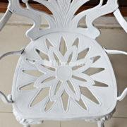 Detail ornamen kursi corvus set meja kursi cast iron