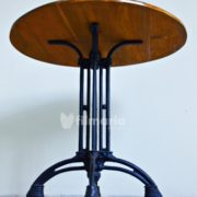 detail kaki meja round meja vintage cast iron