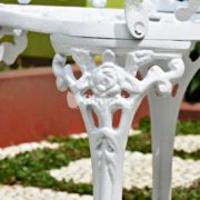 detail ornamen kaki kursi hydra set meja kursi cast iron