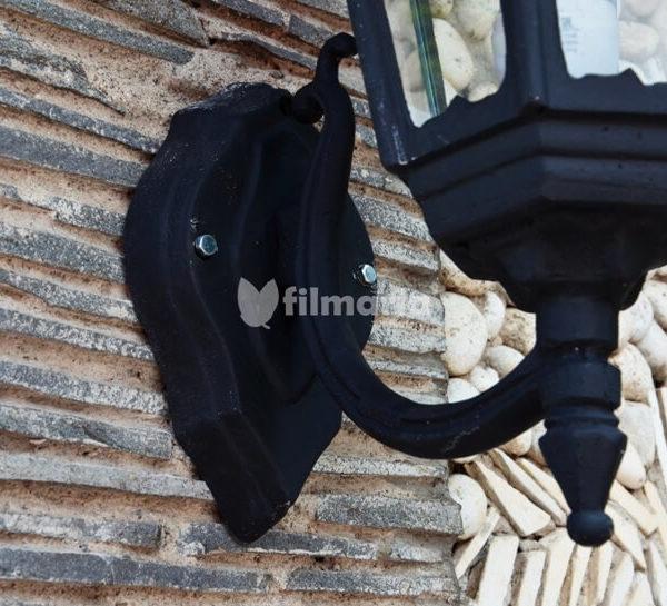 detail ornamen lotus lampu dinding cast iron