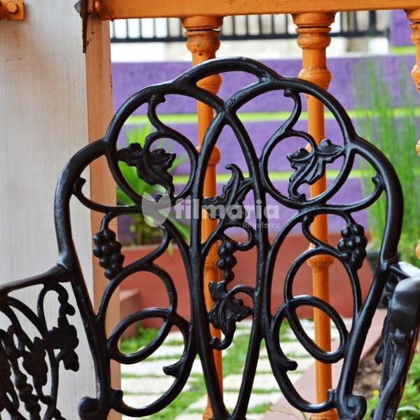 detail sandaran kursi aquila set meja kursi cast iron