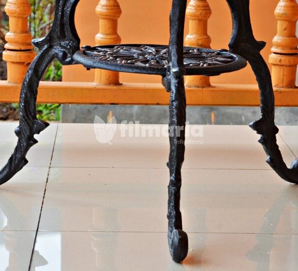 detail kaki meja aquila set meja kursi cast iron