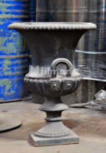pot bunga cast iron hitam