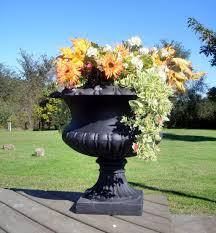 pot bunga cast iron