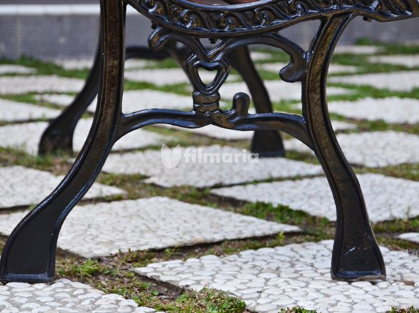detail kaki kursi antlia kursi taman panjang